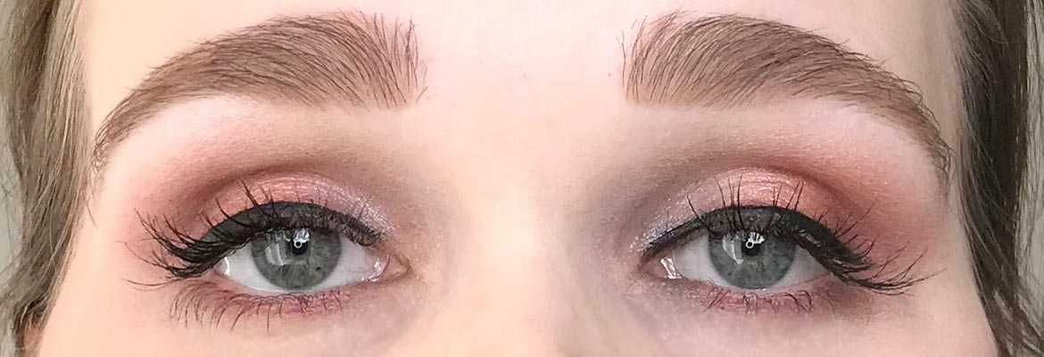 Max-&-More-24-eyeshadows-palette-03-rose-action-look-2-eyes-open-later
