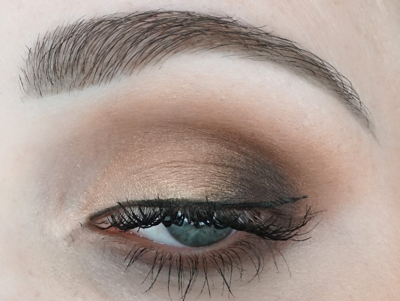 anastasia-abh-eye-shadow-palette-soft-glam-look-1