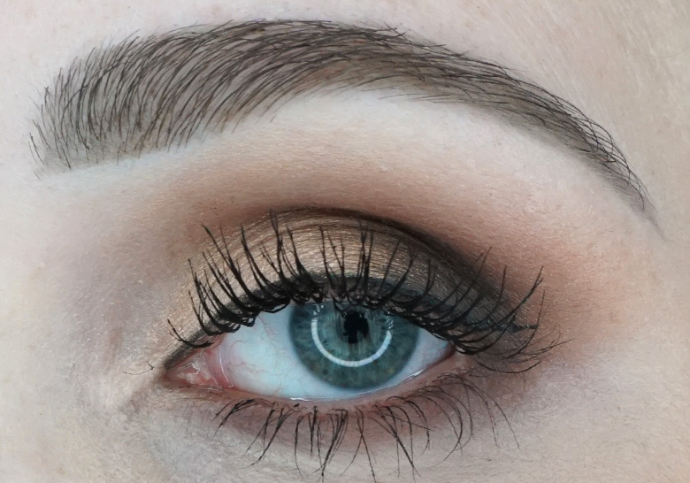 anastasia-abh-eye-shadow-palette-soft-glam-look-2
