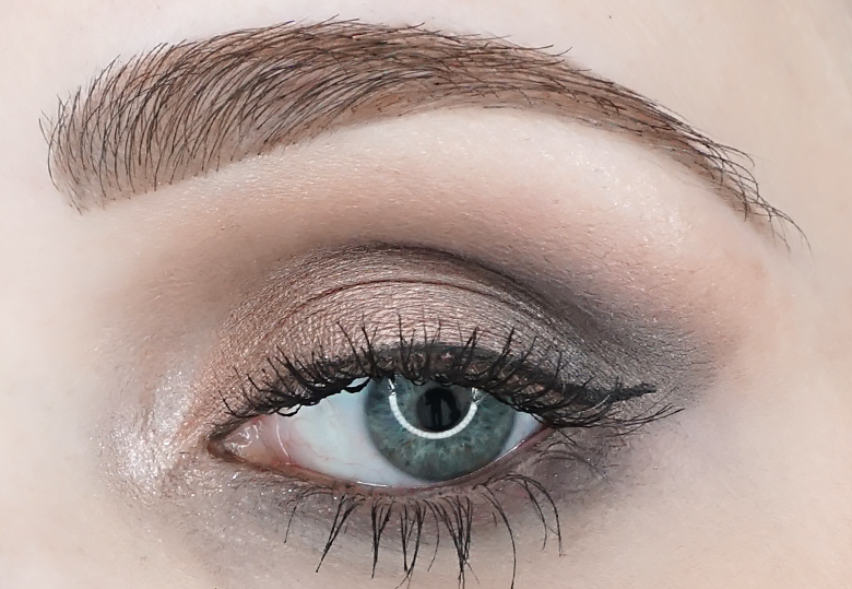 MAC-eye-shadow-X9-Dusky-Rose-Times-Nine-look-1.1-review