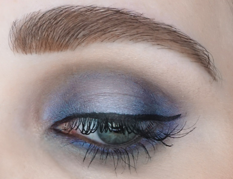 BE-creative-make-up-eyeshadow-quad-004-navy-review-look-1