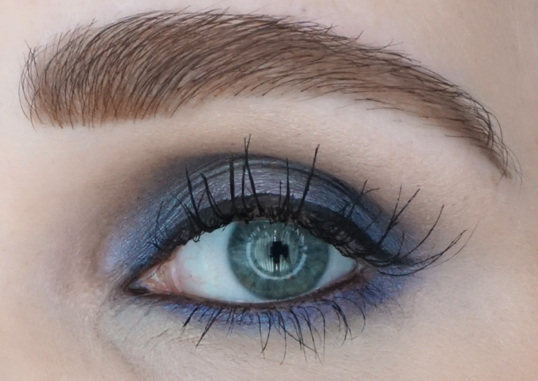 BE-creative-make-up-eyeshadow-quad-004-navy-review-look-2