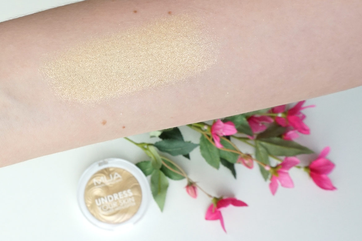 MUA-undress-your-skin-shimmer-highlighter-review-golden-scintillation-swatch