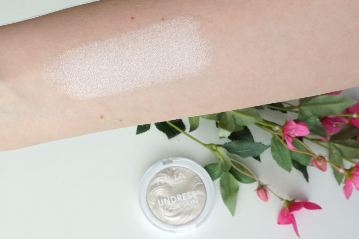 MUA-undress-your-skin-shimmer-highlighter-review-peach-diamond-swatch