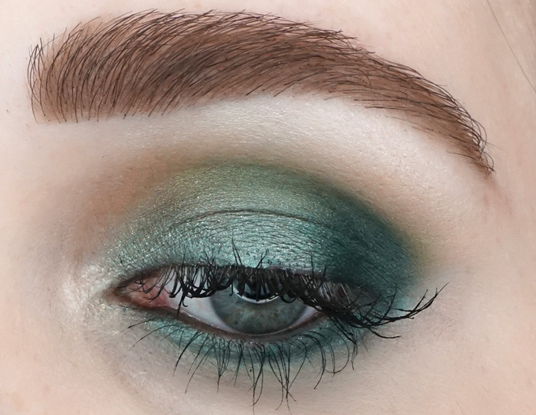Morphe-the-Jaclyn-Hill-Palette-review-look-green