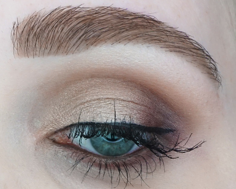 Morphe-the-Jaclyn-Hill-Palette-review-look-natural-2