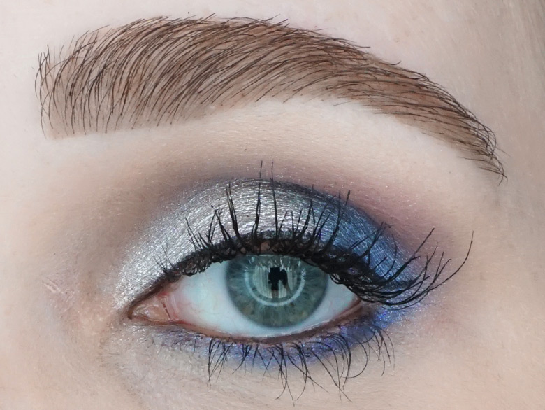Too-Faced-Then-and-Now-eyeshadow-palette-review-look-blue-2
