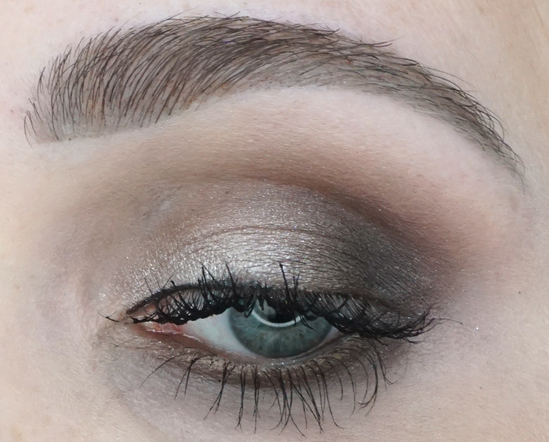 Morphe-x-Jaclyn-Hill-The-Vault-dark-magic-swatches-review-look1.2