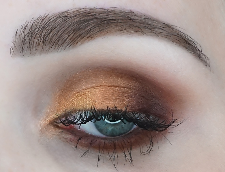Morphe-x-Jaclyn-Hill-The-Vault-ring-the-alarm-review-look1.4