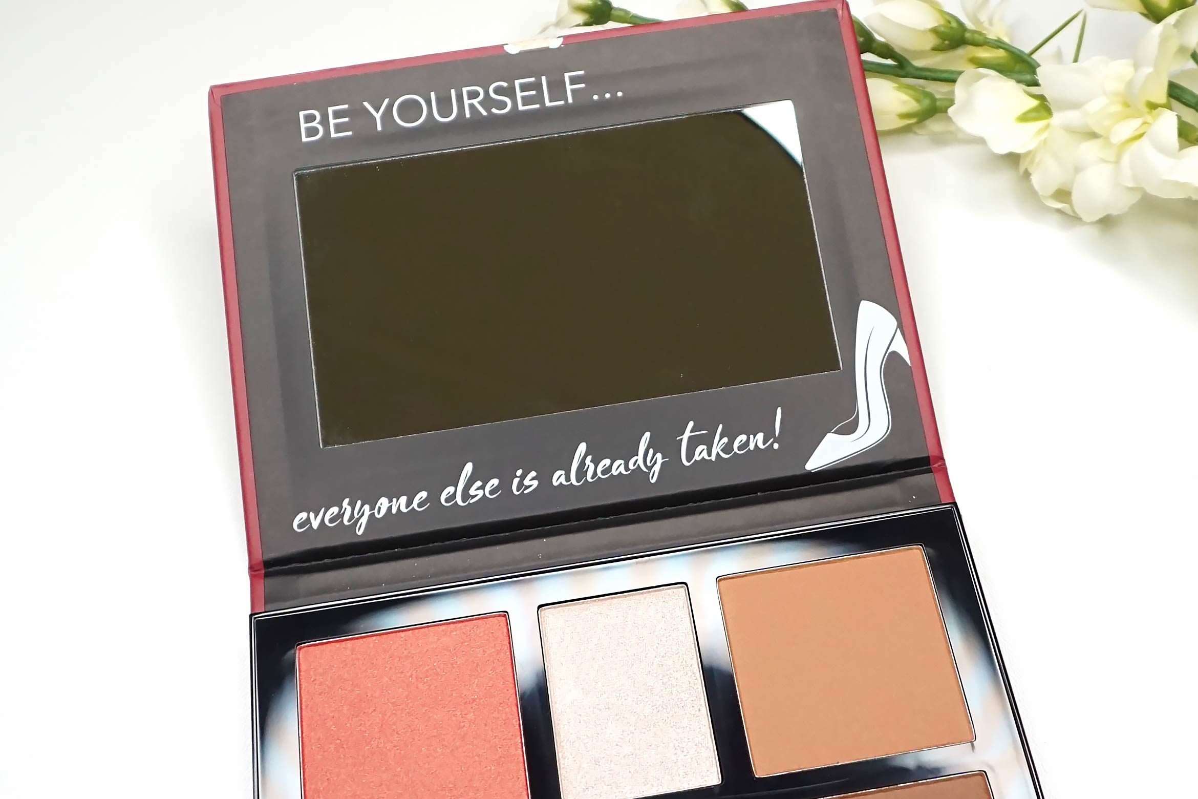 catrice-powerful-elegance-everyday-face-and-cheek-palette-review-1