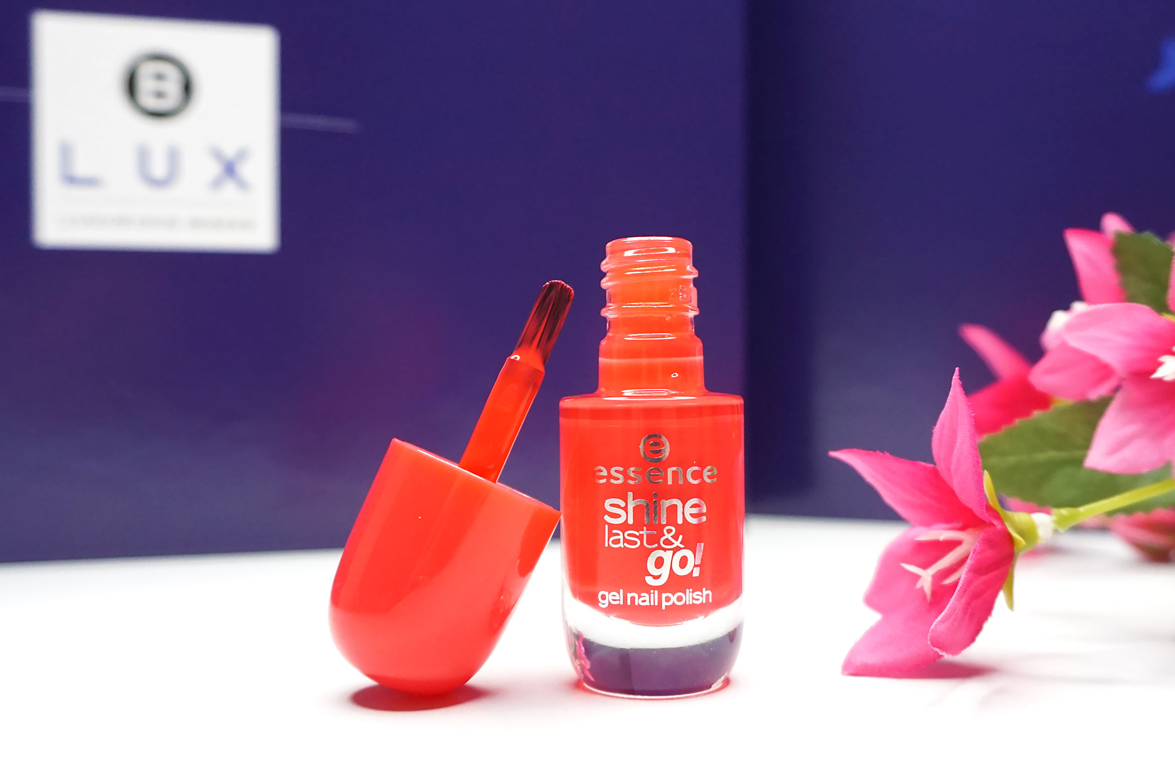 BLUX-box-maart-april-2019-review-essence-shine-last-en-go-gel-effect-nagellak-1