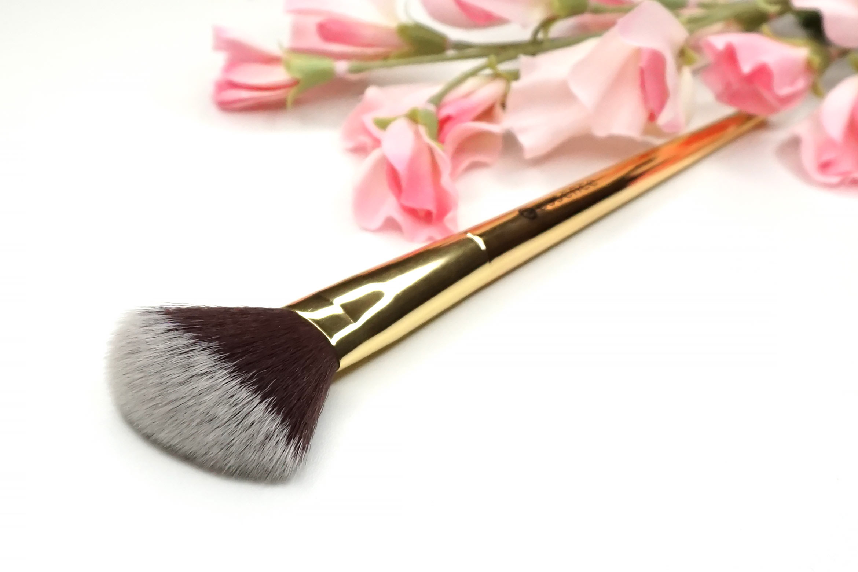 essence-sun-sand-golden-rainbows-face-brush-review-2