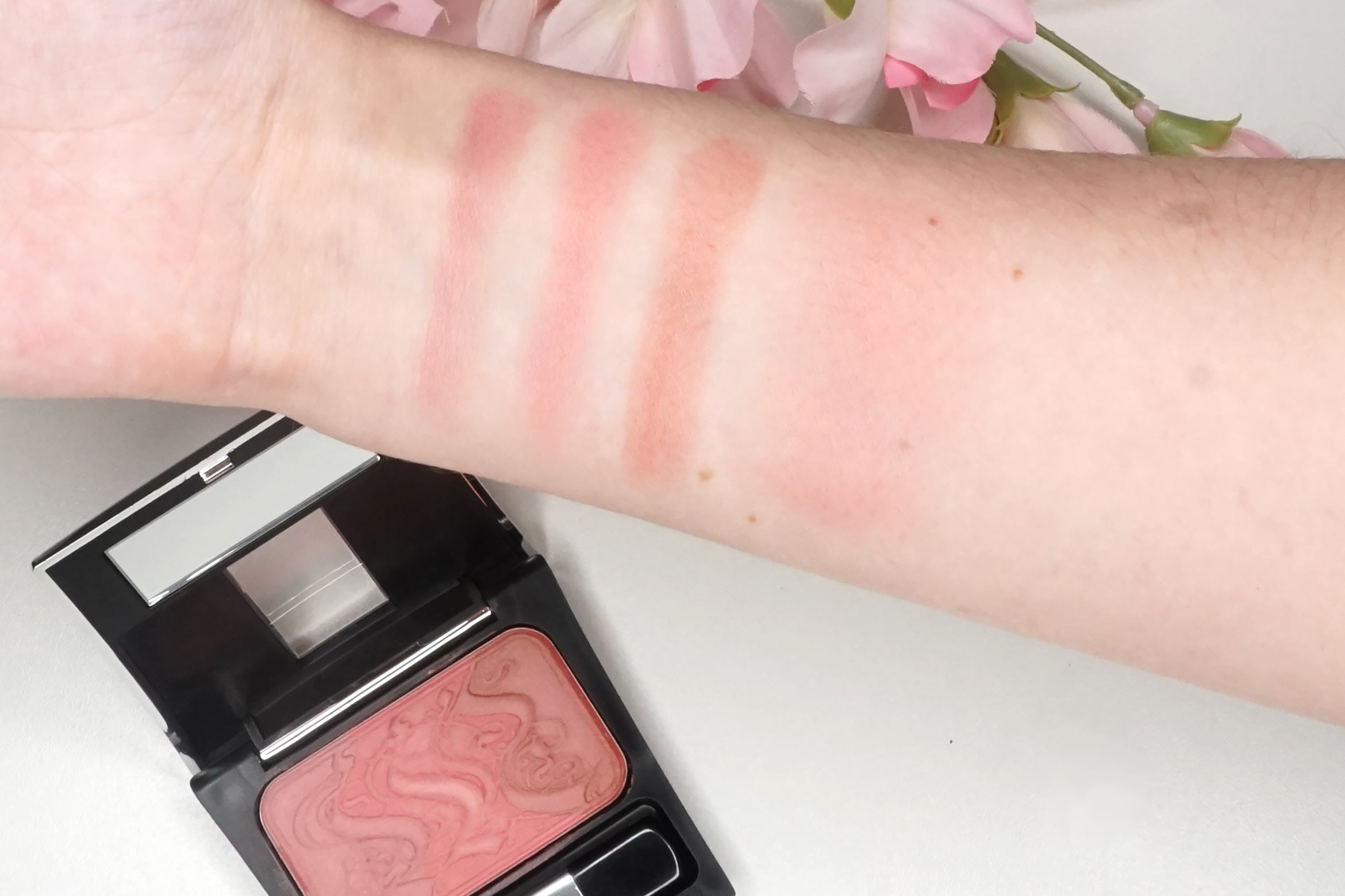 make-up-factory-rosy-shine-blusher-14-swatch-review