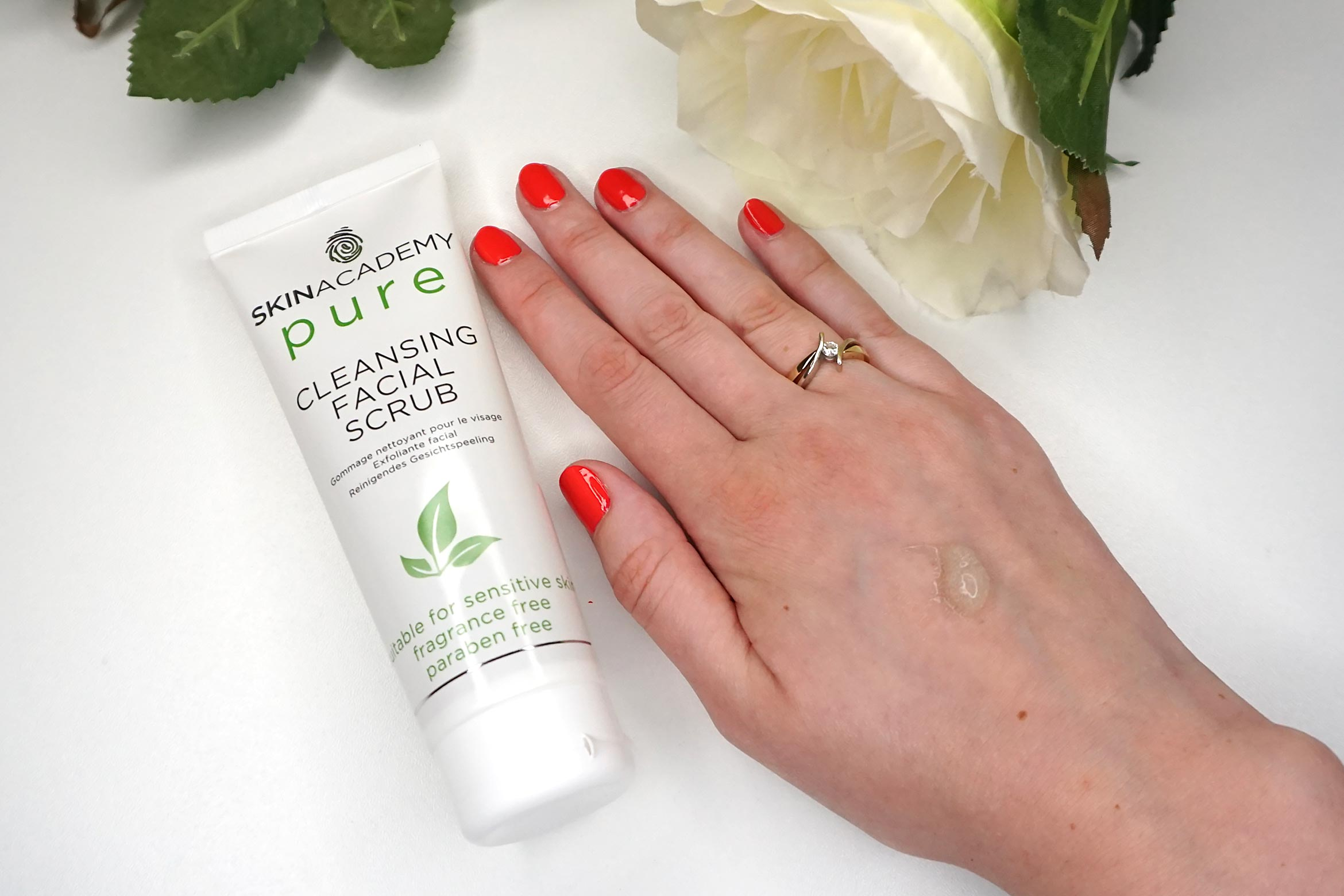 skinacademy-pure-cleansing-facial-scrub-review-1