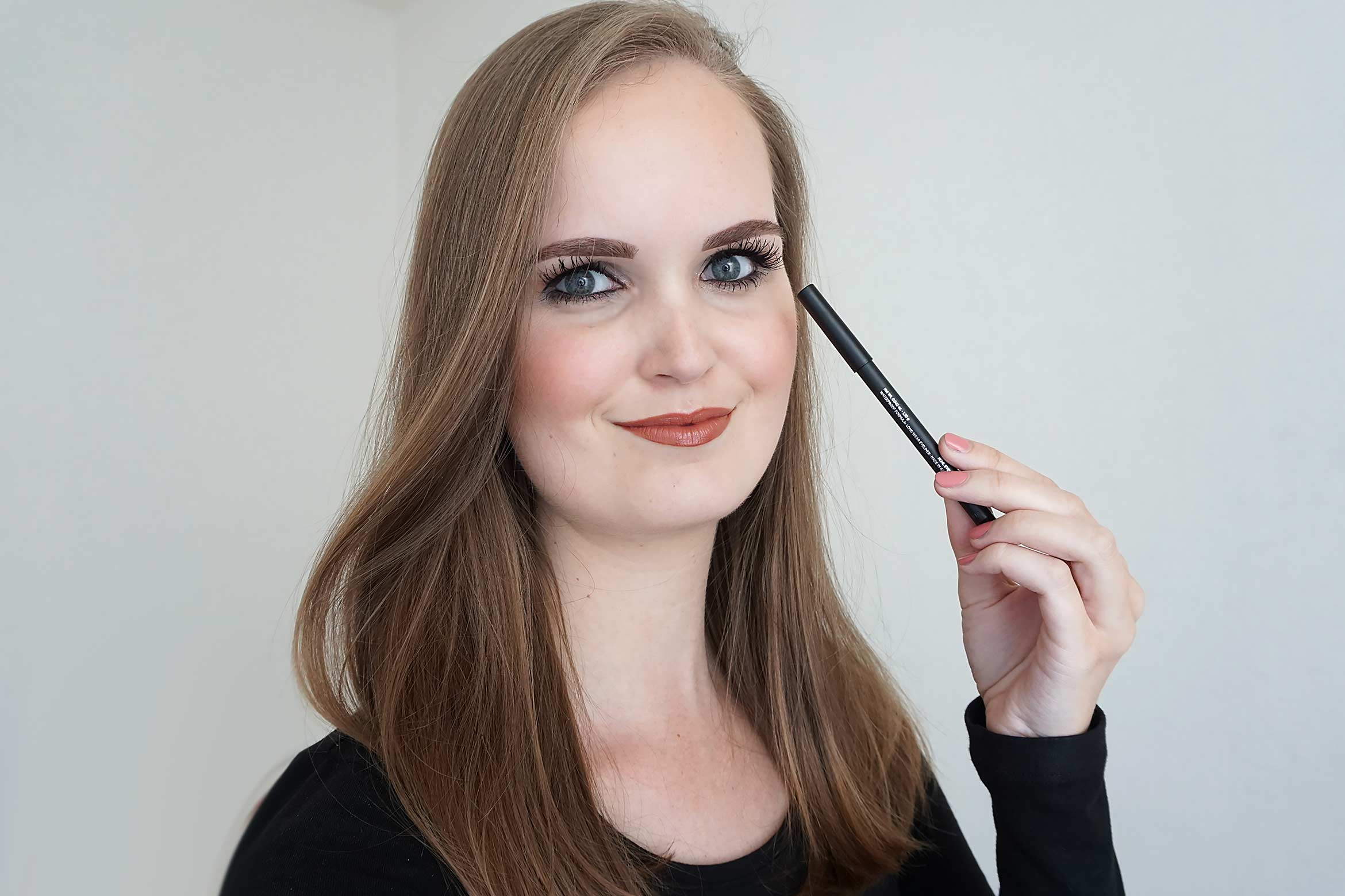 doucce-ultra-precision-eyeliner-black-look-review