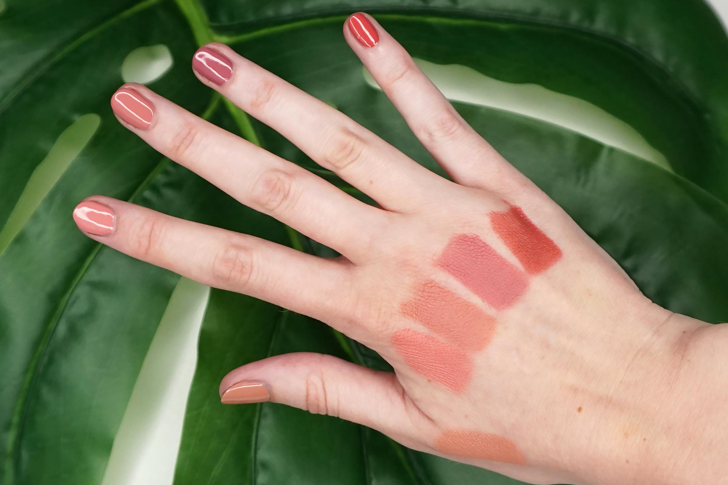 essence-this-is-me-light-swatch