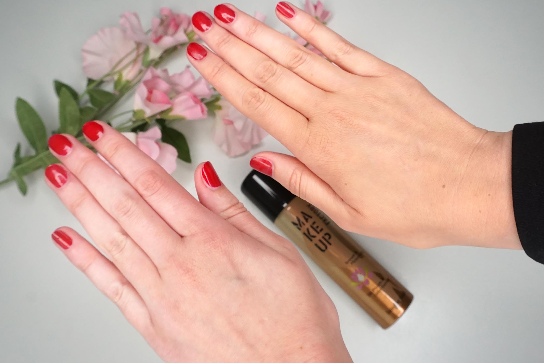 make-up-factory-satin-leg-finish-review-3