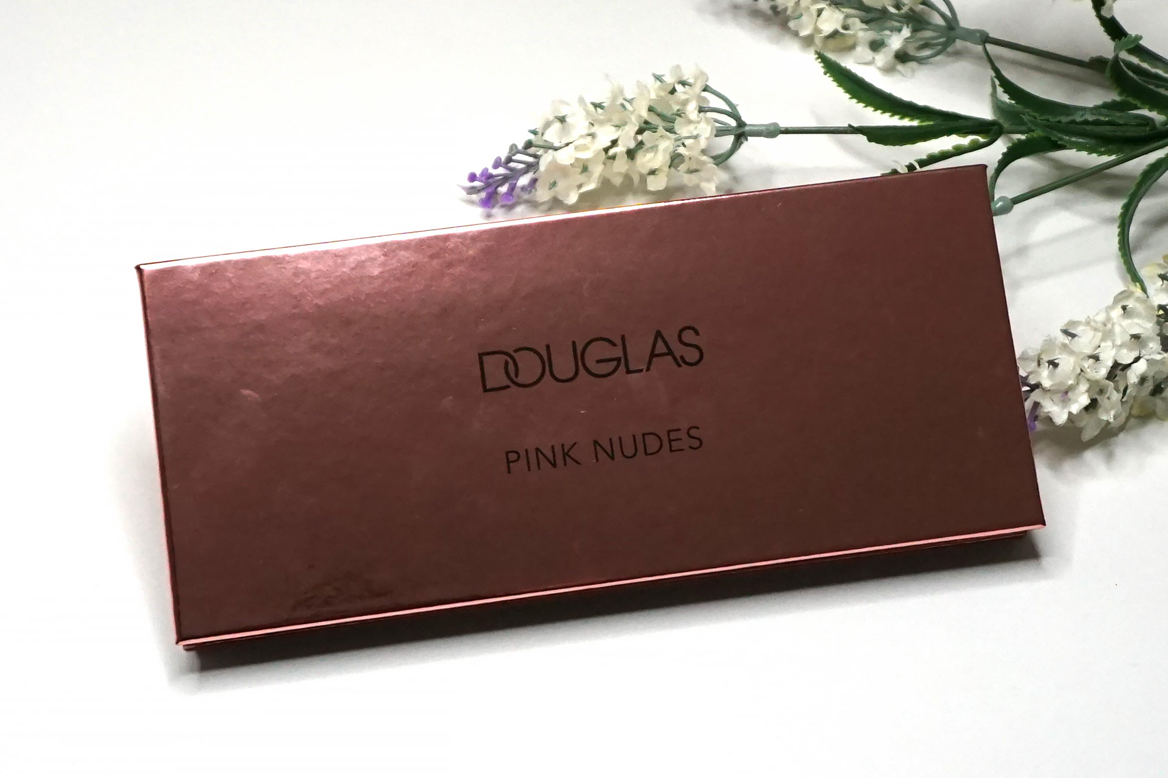 douglas-pink-nudes-eyeshadow-palette-review-3