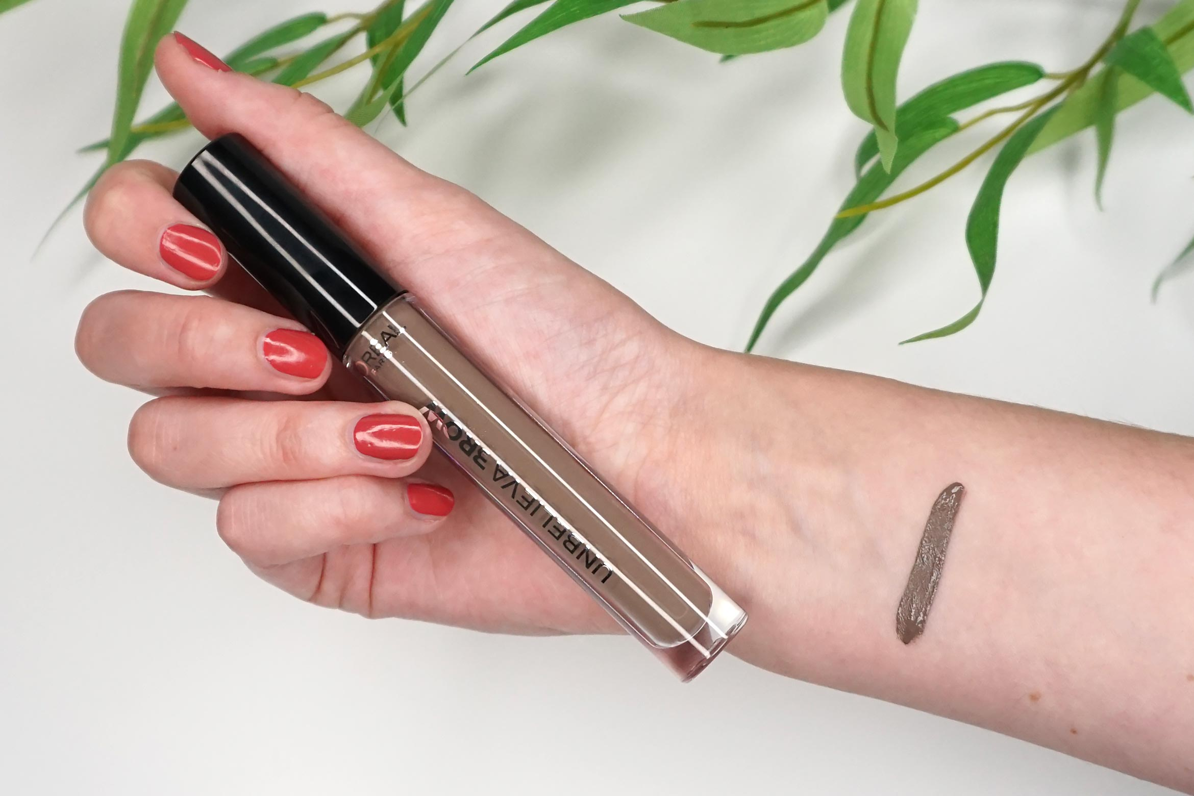 L'Oreal-Unbelieva-brow-swatch-chatain 104 review