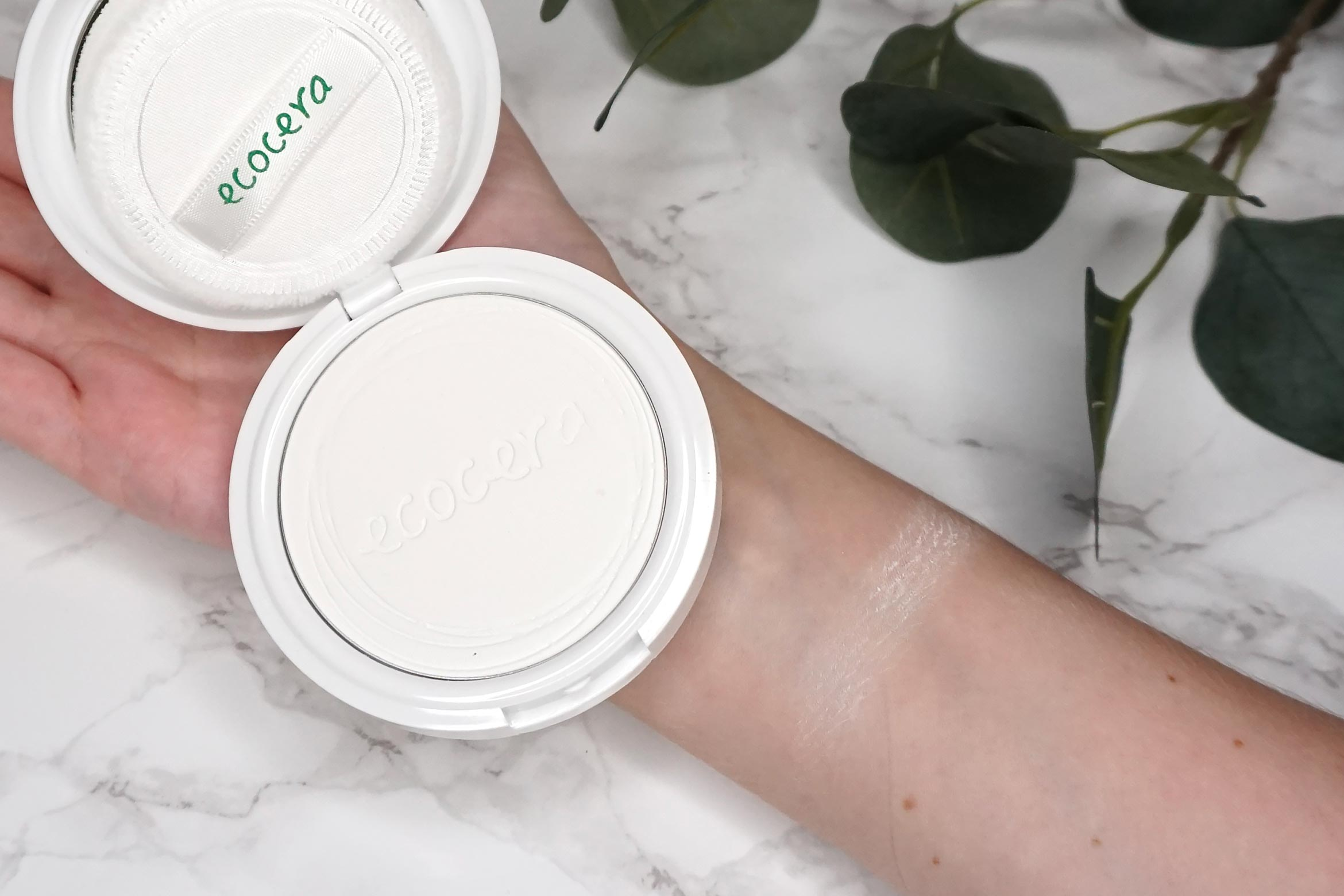 ecocera-rice-pressed-powder-swatch-review