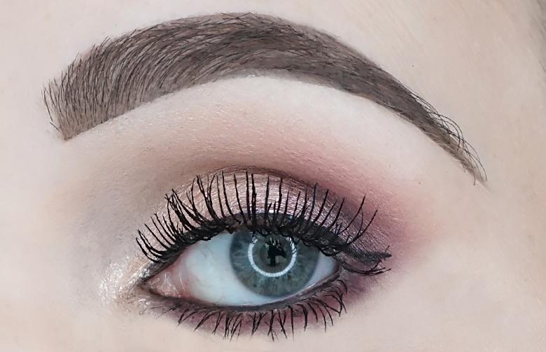 Benefit-Roller-Lash-mascara-review-look-2
