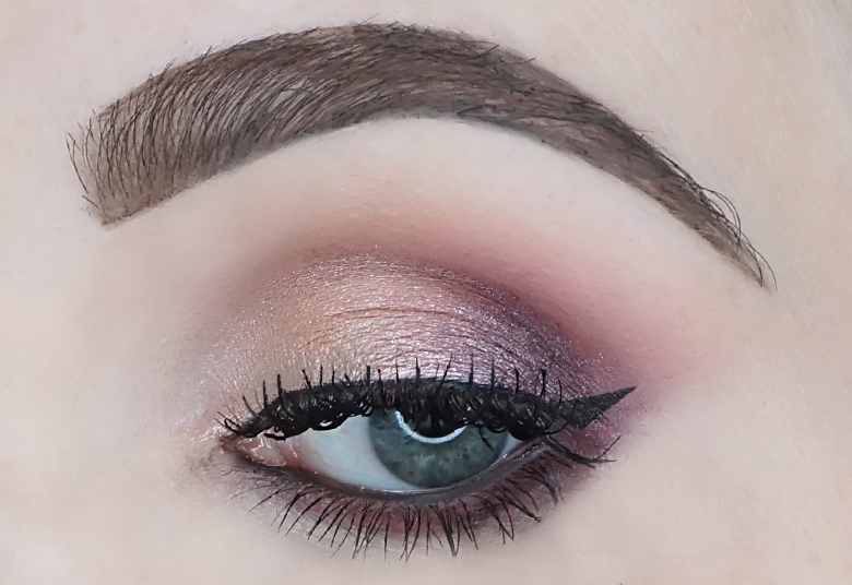 catrice-sister-of-my-soul-crystallized-eyeshadow-palette-review-look-1.4