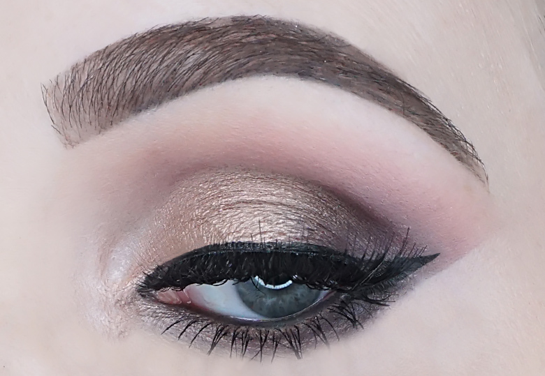 catrice-sister-of-my-soul-crystallized-eyeshadow-palette-review-look-2