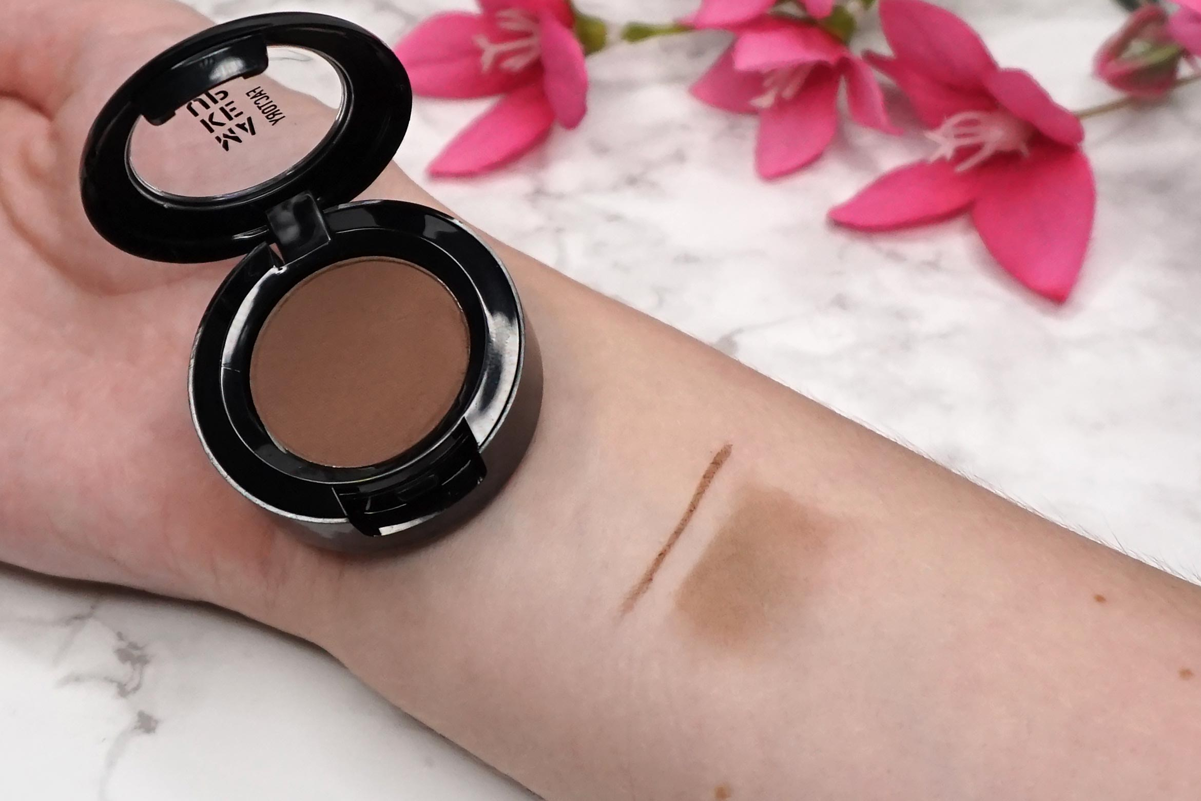 make-up-factory-eye-brow-powder-08-ash-brown-swatch-review