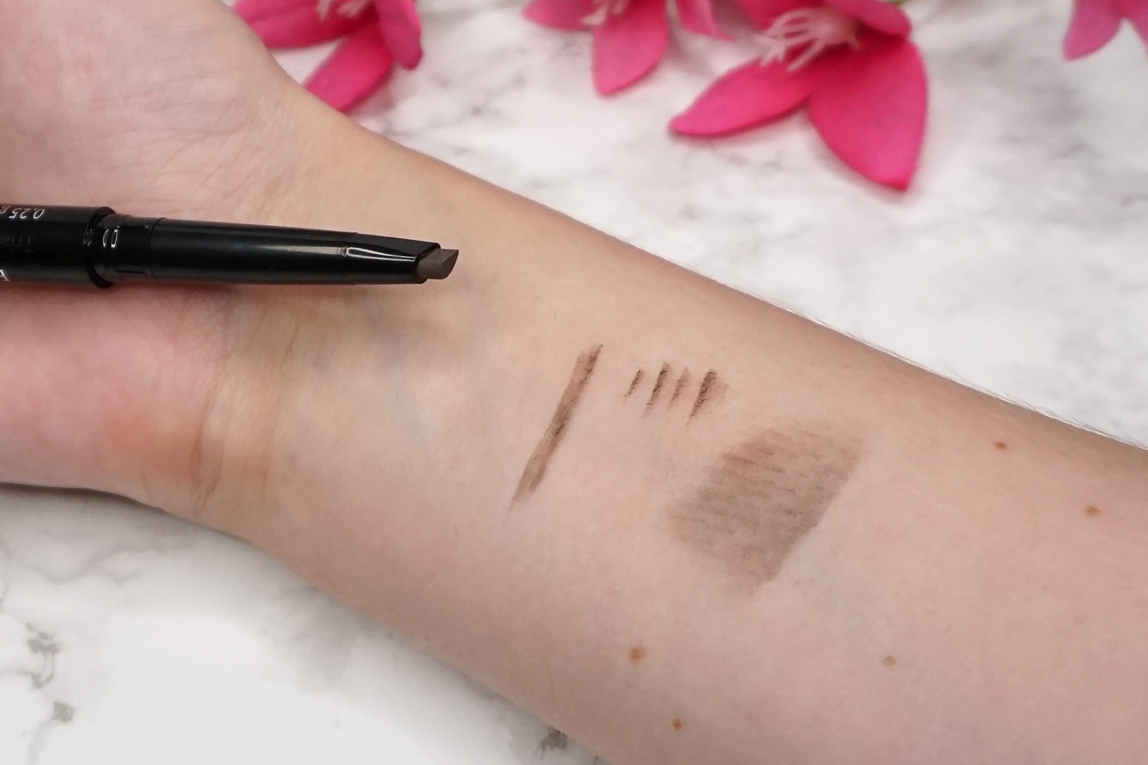 make-up-factory-triangle-brow-styler-07-taupy-brown-swatch-review