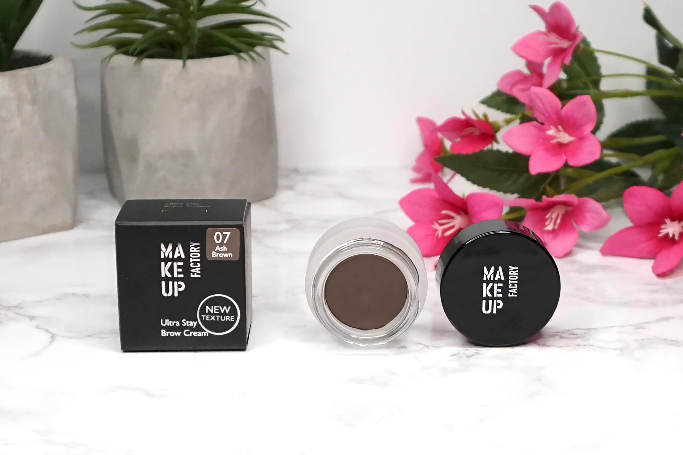 make-up-factory-ultra-stay-brow-cream-review-1