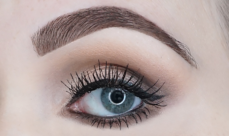 Bourjois-big-lashes-oh-oui-mascara-review-look-1