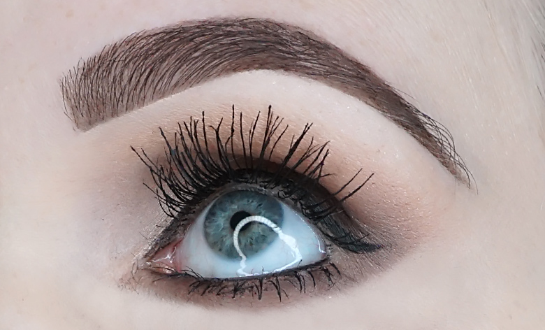 Bourjois-big-lashes-oh-oui-mascara-review-look-2