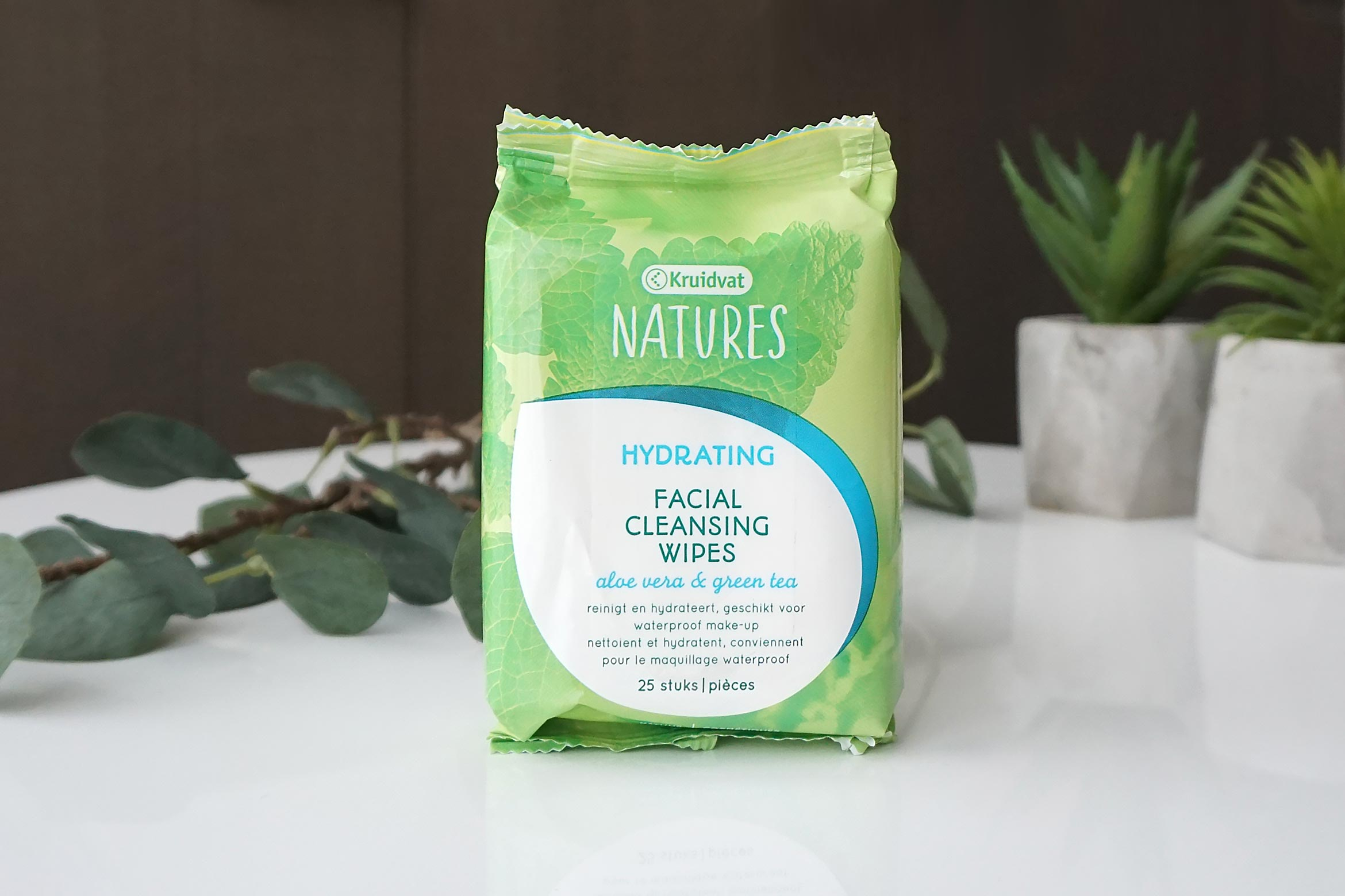 Kruidvat-Natures-Hydrating-Facial-Cleansing-Wipes-review-1