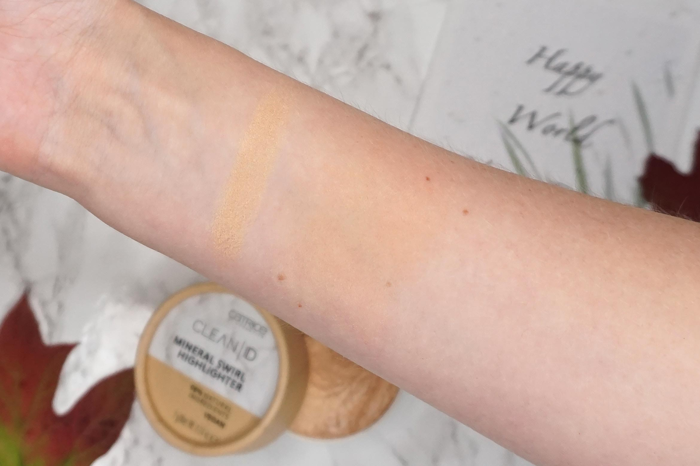 catrice-clean-id-mineral-swirl-highlighter-swatch-020-gold-review