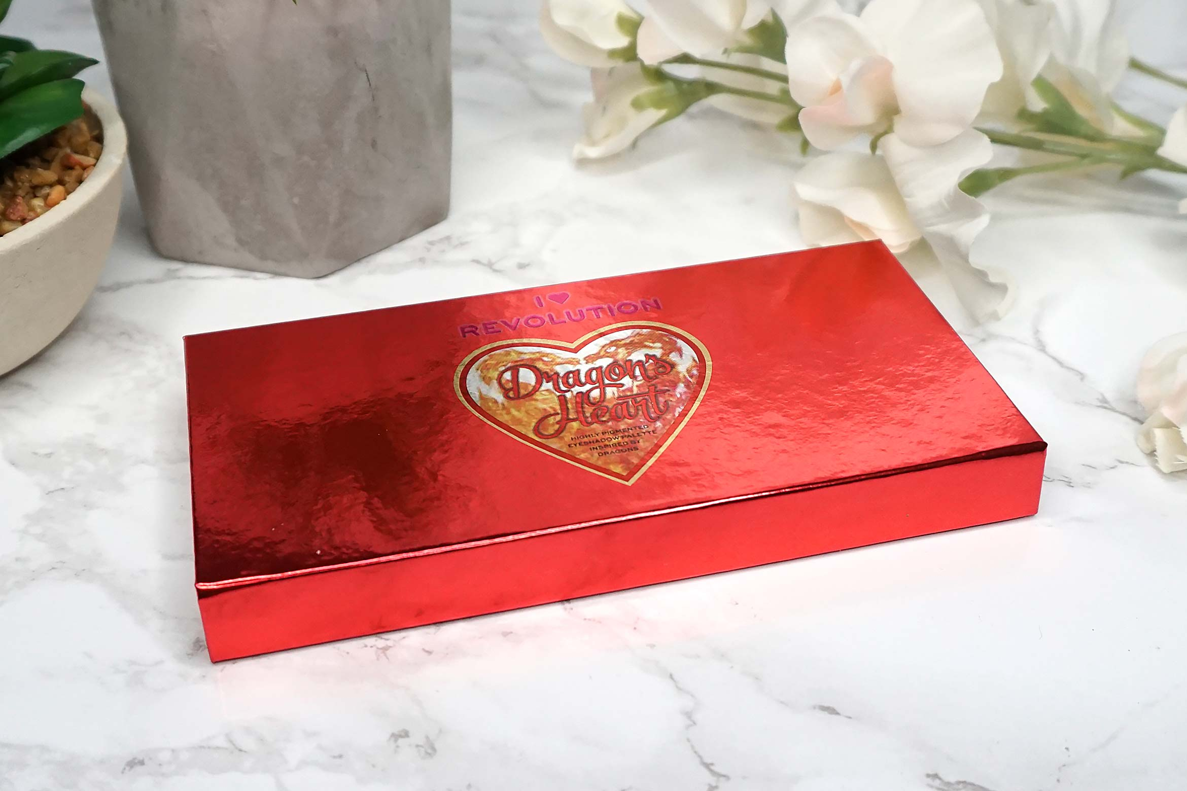 i-heart-revolution-dragon's-heart-eyeshadow-palette-review-3