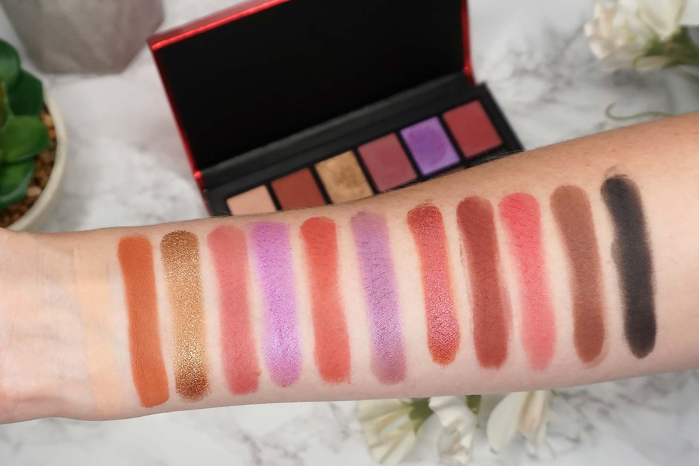 i-heart-revolution-dragon's-heart-eyeshadow-palette-swatch