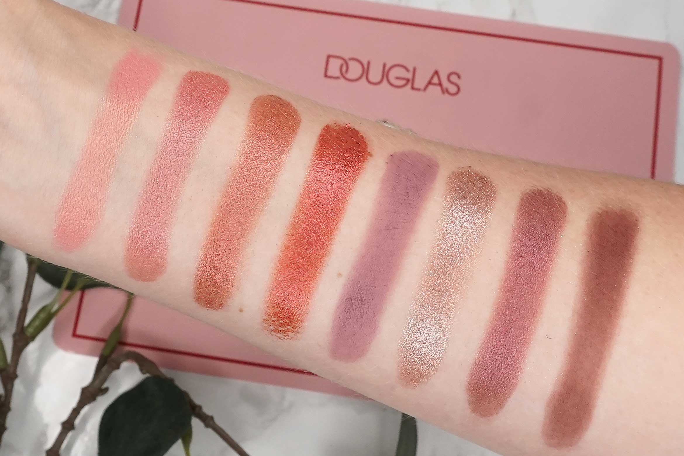 douglas-deluxe-palette-swatch-review-1