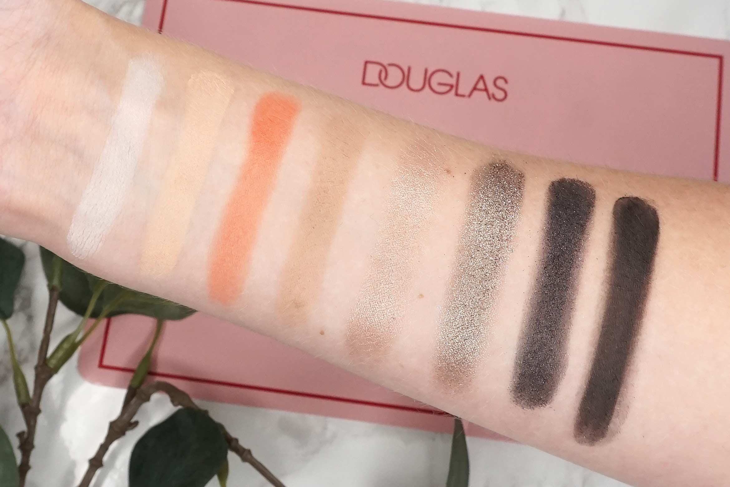 douglas-deluxe-palette-swatch-review