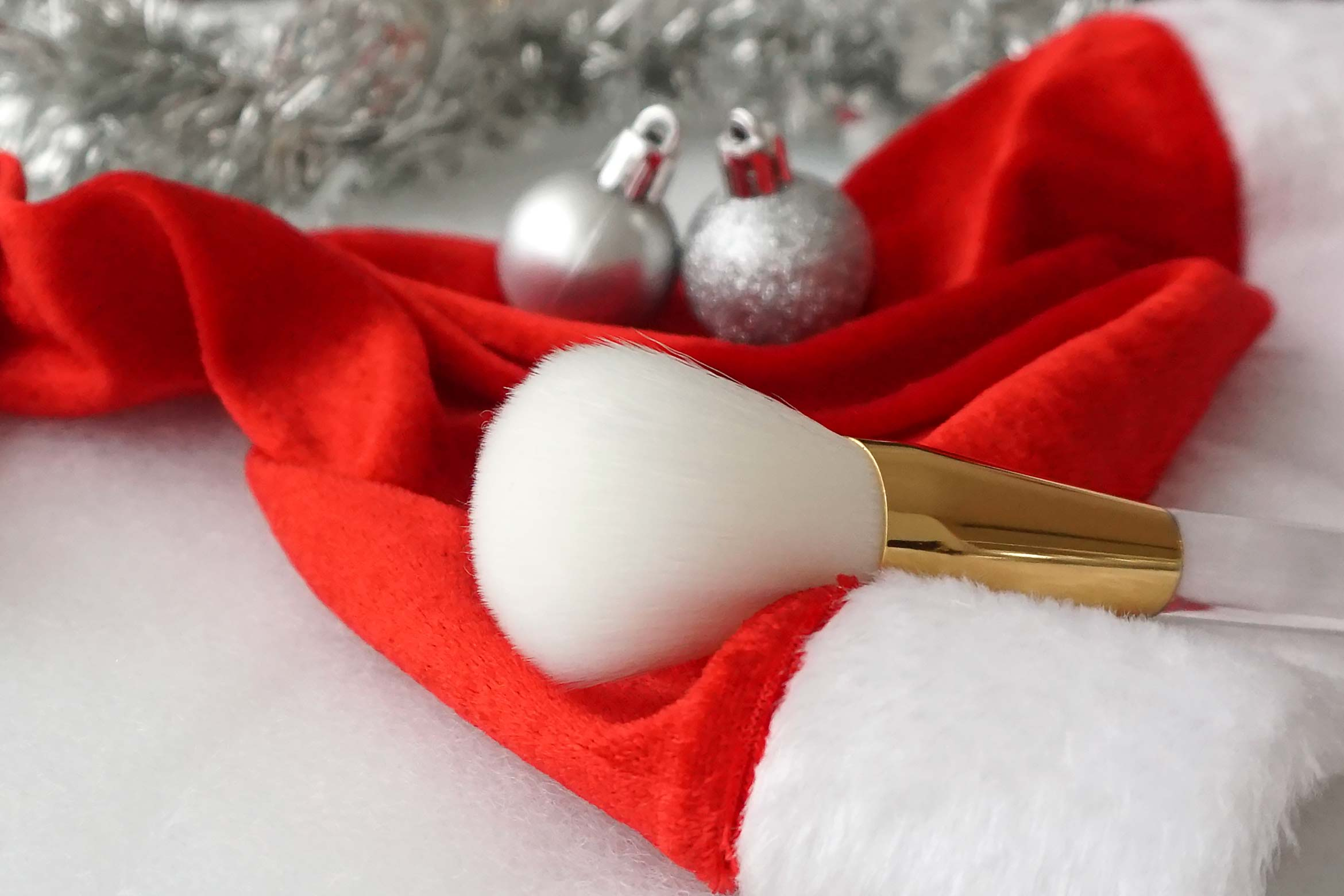 essence-from-santa-with-love-powder-brush-review-2