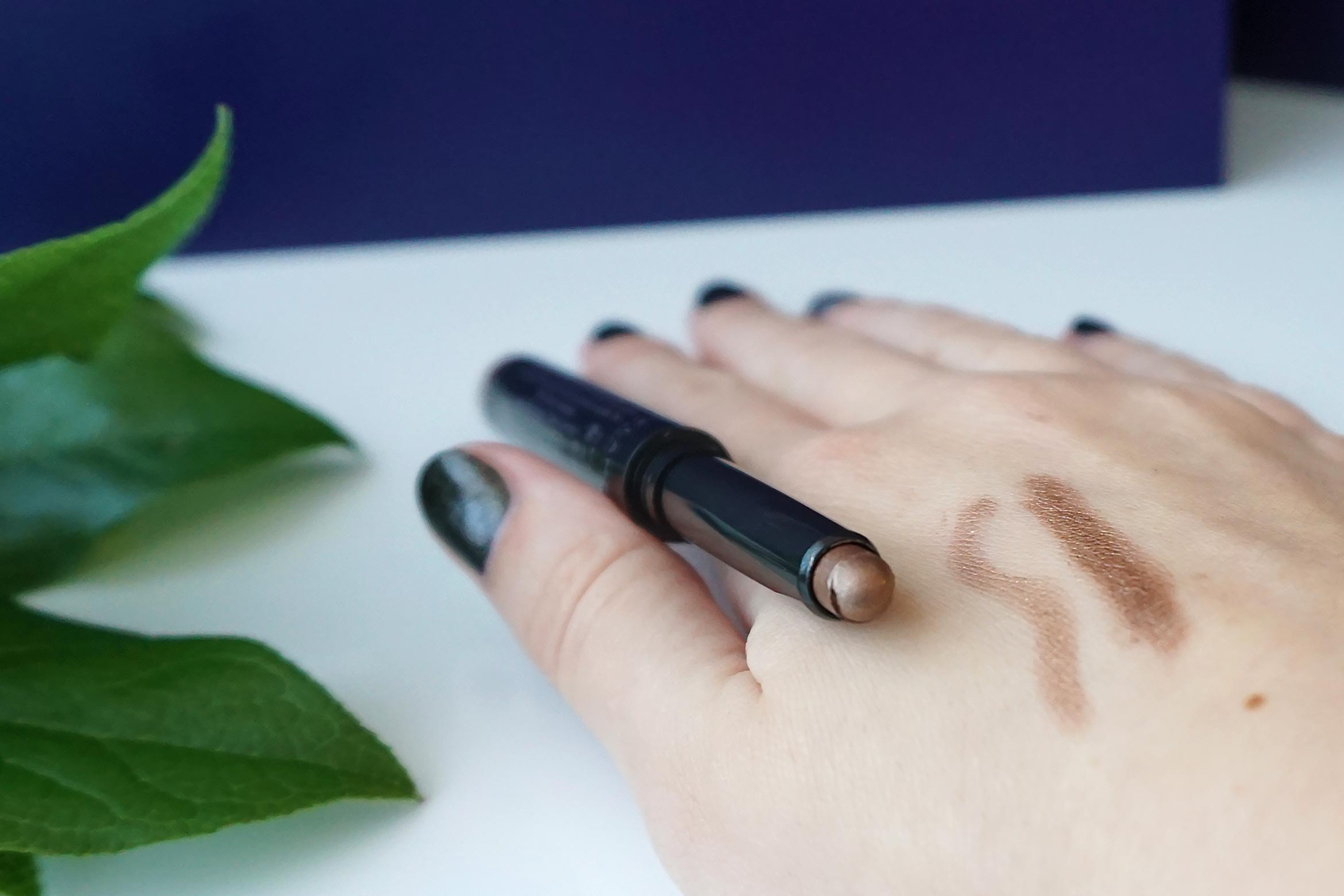 oriflame-colour-unlimited-eye-shadow-stick-swatch-review