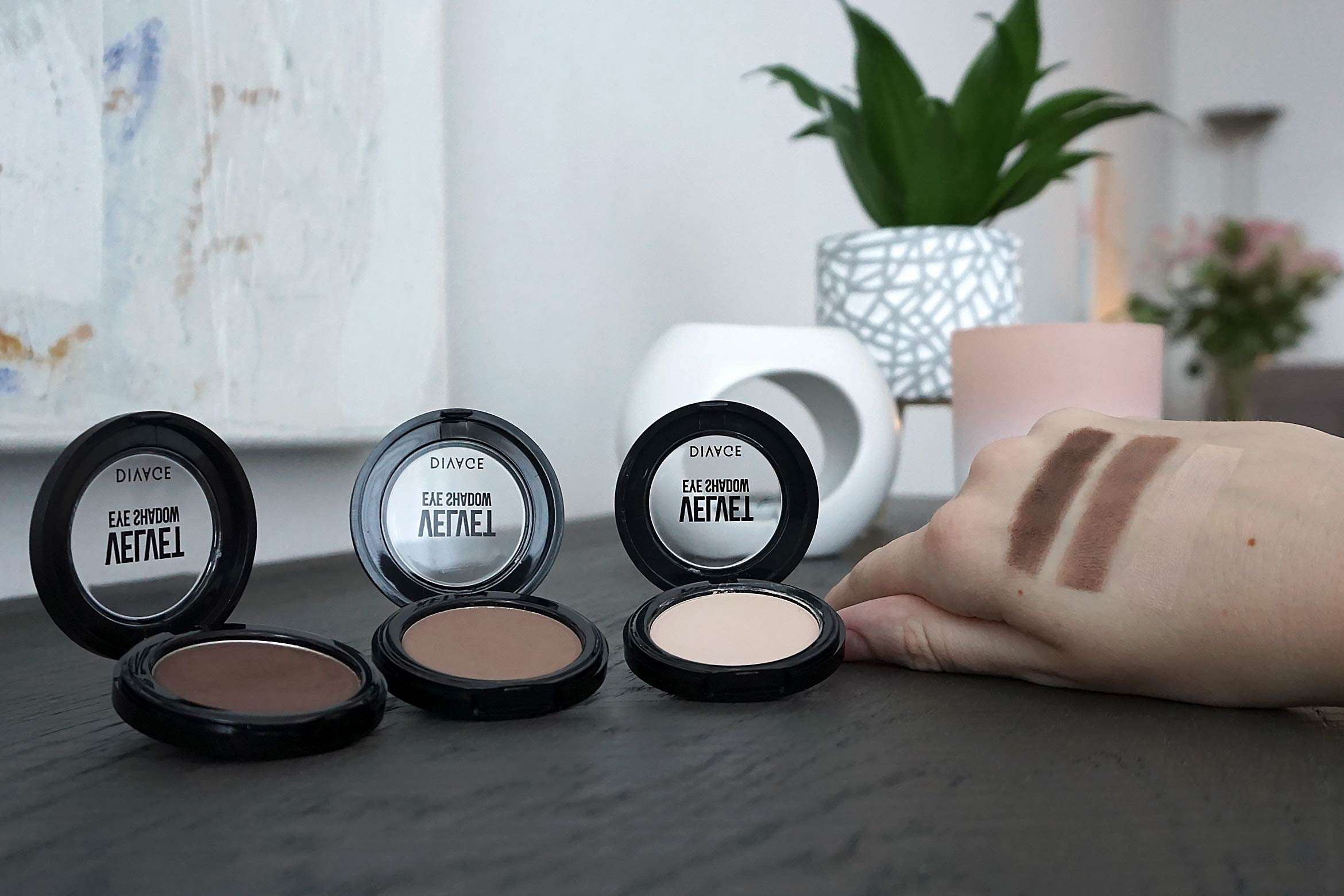 divage velvet eye shadow swatch review
