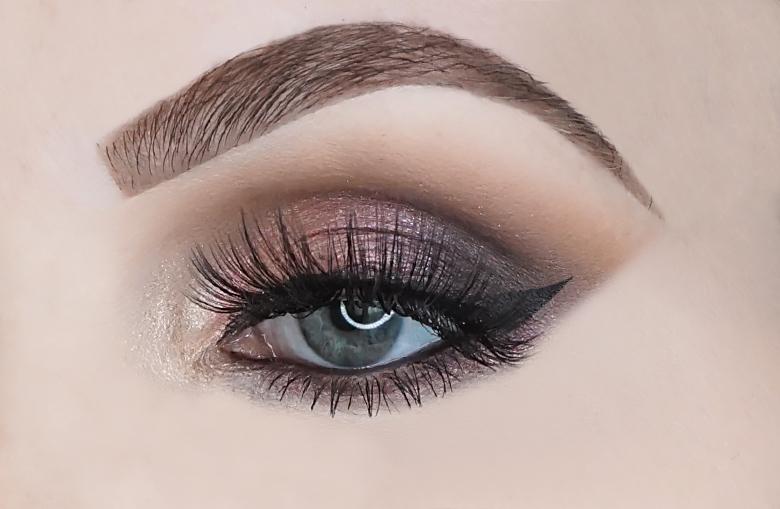 essence crystal dreams eyeshadow palette review look-1
