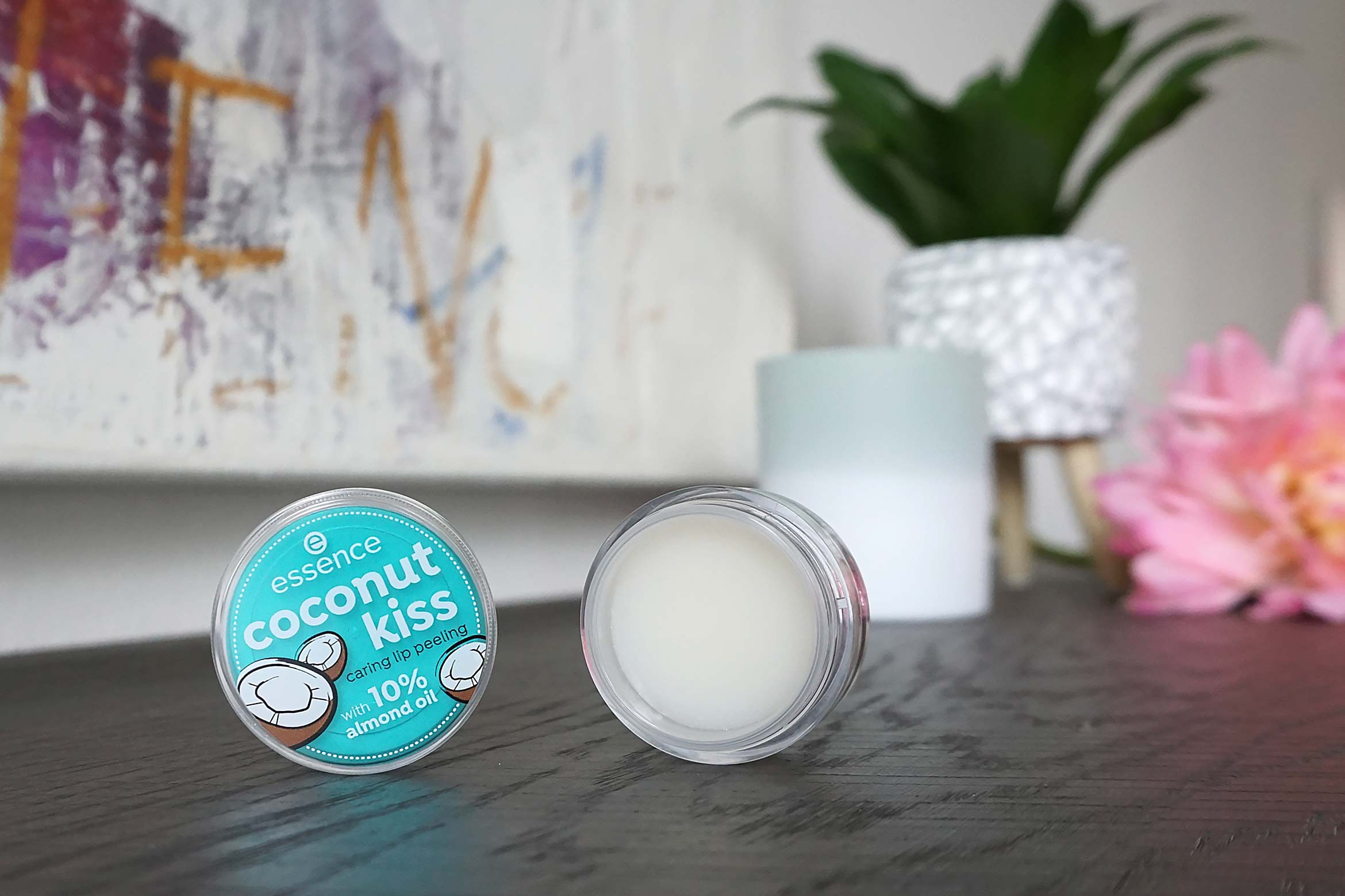 essence coconut kiss caring lip peeling review-1