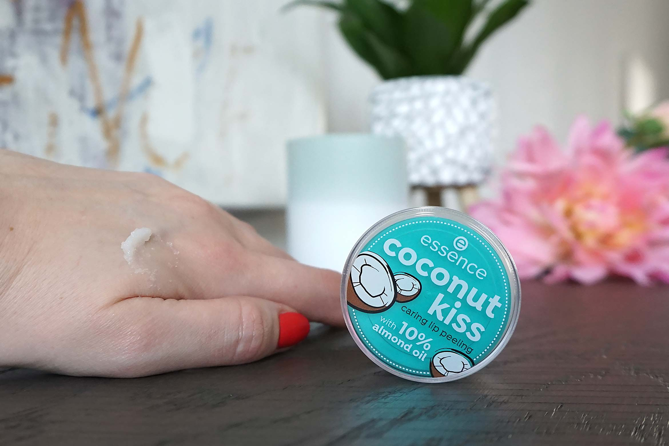essence coconut kiss caring lip peeling review-2