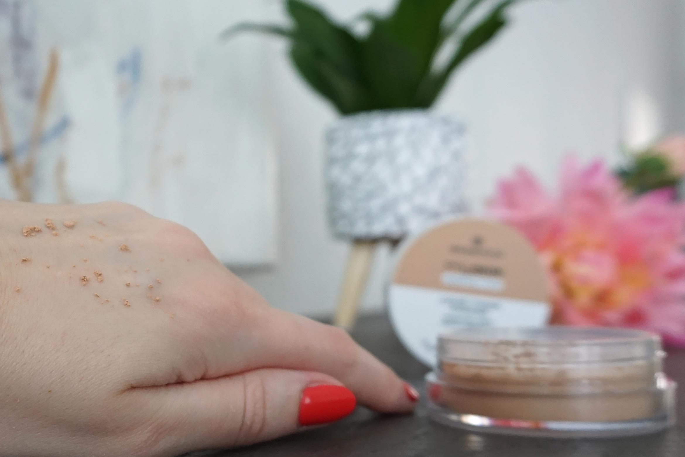 essence my skin perfector loose fixing powder 20 nude swatch review-1