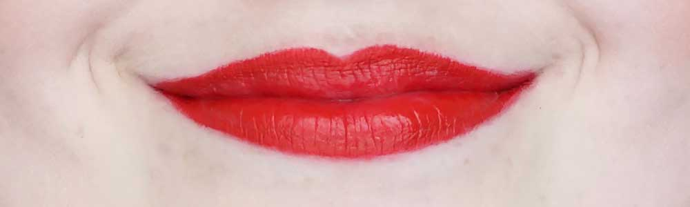 deborah milano red lipstick swatch 10 red kiss review-2