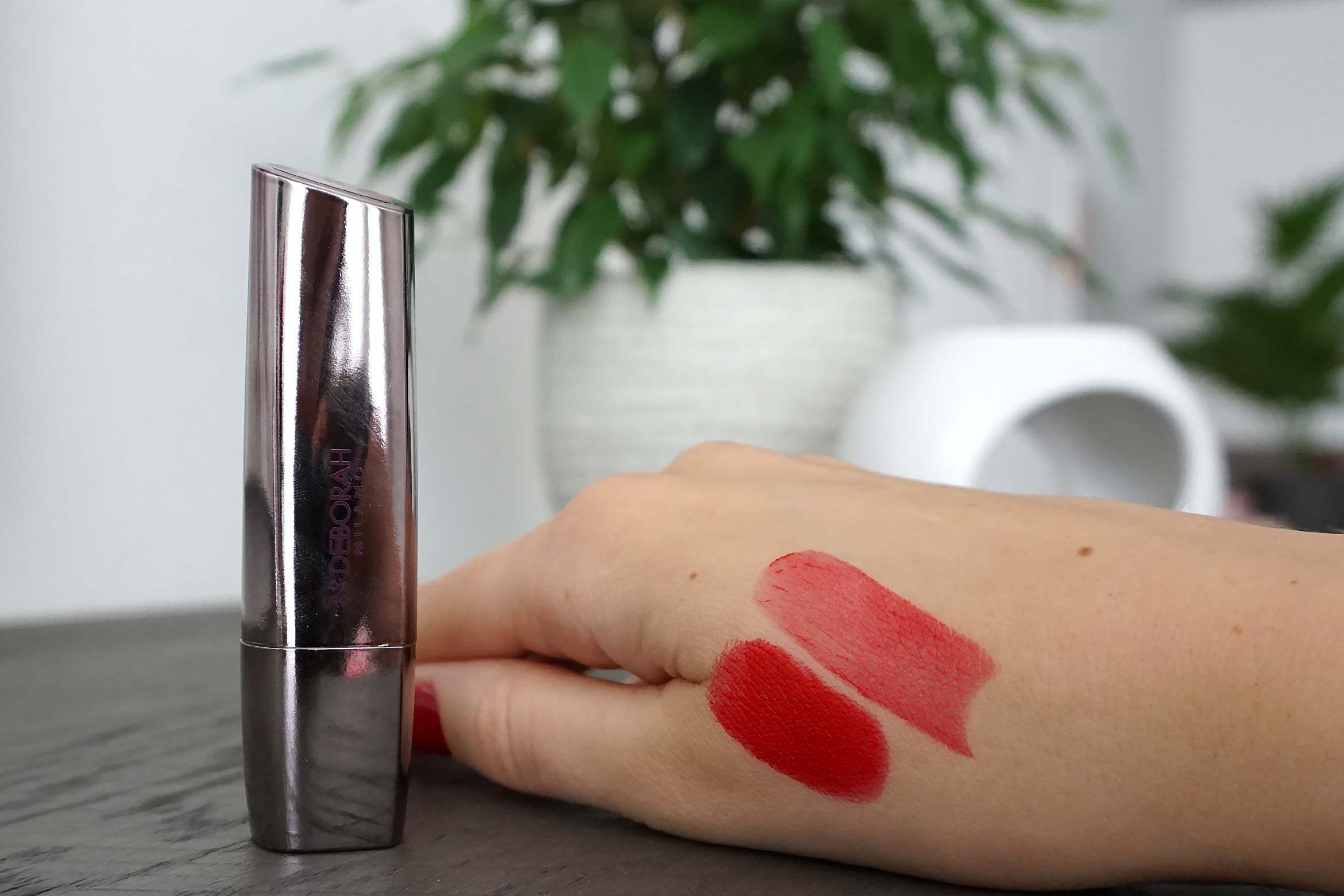 deborah milano red lipstick swatch 10 red kiss review