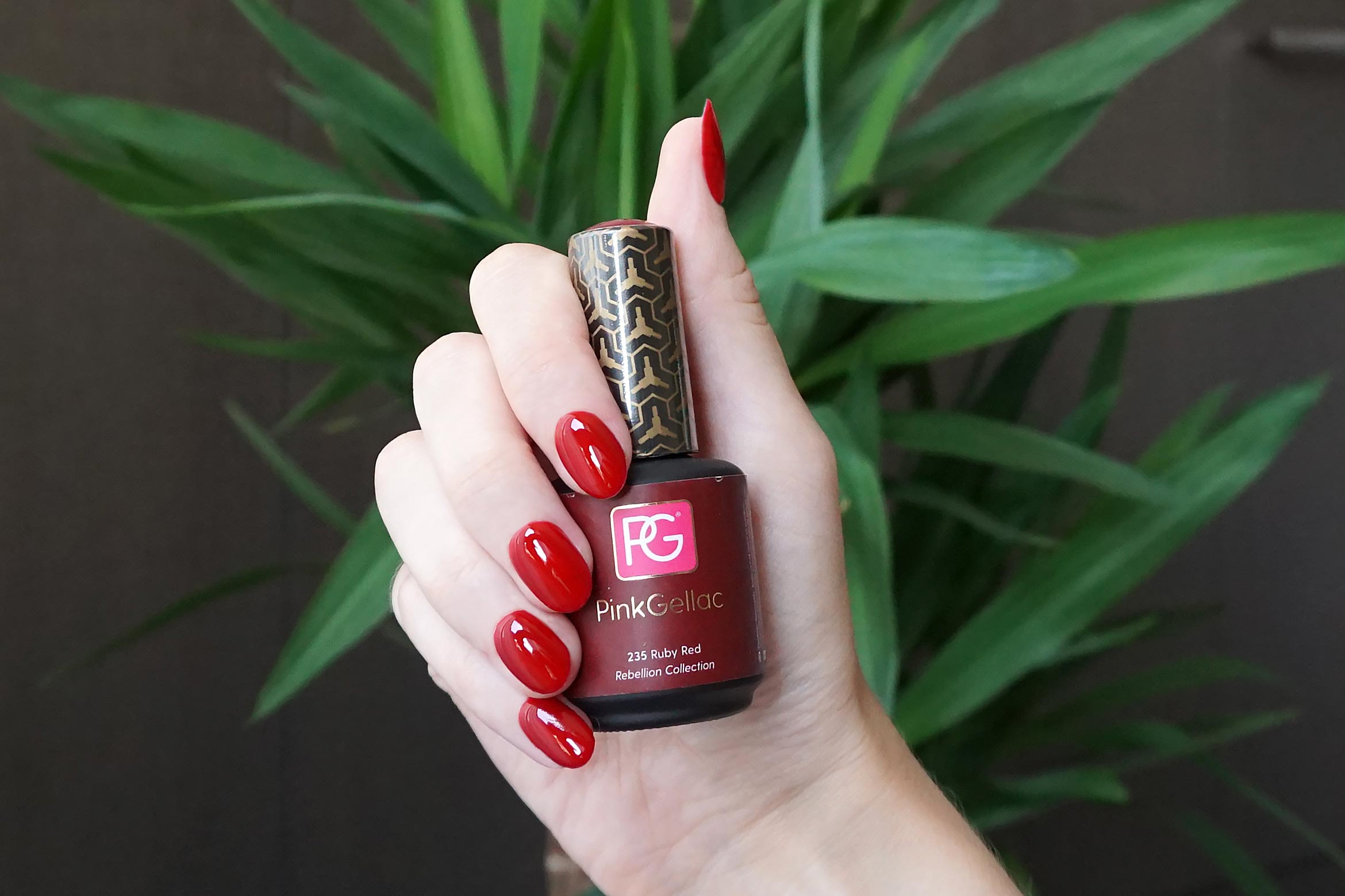 pink gellac 235 ruby red swatch