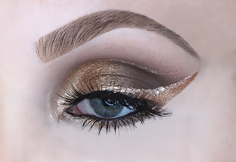 catrice 5 in a box mini eyeshadow palette swatch 010 golden nude look review-1
