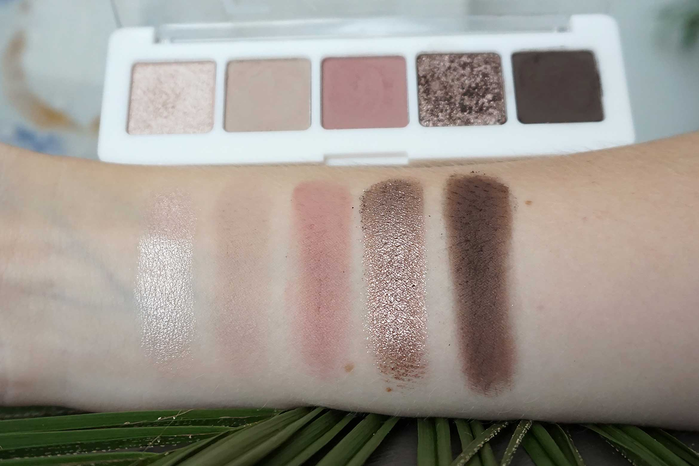 catrice 5 in a box mini eyeshadow palette swatch 020 soft rose look review